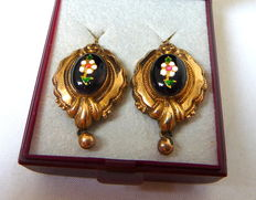A pair of Biedermeier 585 gold earrings from around 1870, floral blossoms, antique