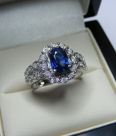 Ring in gold with diamonds and Ceylon blue 100% natural VVS sapphire of 1.55 ct - GIA certificate - no reserve price