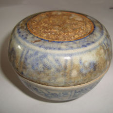 Chinese blue and white porcealin medicine box with dragom motive - 75 mm