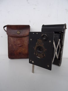 Vintage camera Vest Pocket KODAK autographic + case - model from 1915 used by soldiers during World War I