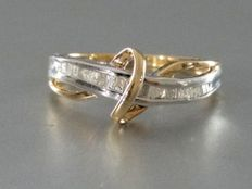 Ring in two-tone 14 kt gold with 25 diamonds (0.25 ct) –size: 17.25 –No reserve