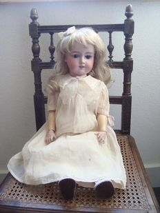 Antique doll - A 10 M 390 - Germany.