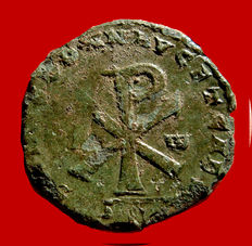 Roman Empire - Decentius caesar, 350-353 A.D. double bronze maiorina (5,22 g. 24 mm.) from Ambiano mint, 353 A.D. Large chi-rho between A and ω. Very Rare. Mint error.