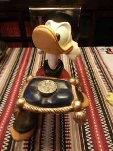 Disney, Walt - Figure - Scrooge McDuck with Number One Dime on pillow