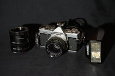Olympus OM2n with Zuiko 50 mm f/1.4 and accessories