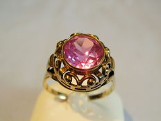 Gold ring with round-facetted, pink-coloured sapphire (synthetic) approx. 2.2 ct