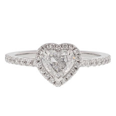 1.23 ct diamond ring with 0.83 ct exceptional white + (D) centre stone SI1 • Size: 54/ 17.25mm **NO RESERVE PRICE**