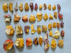 Large collection of 41 magnificent Mousterian / Neanderthal artefacts from Fontmaure 3 / 10 cm (41)