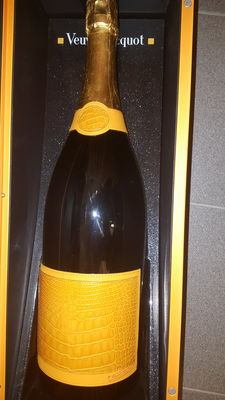 Veuve Clicquot Ponsardin Brut - Yellowboam with crocodile leather and 24 karat gold detailing - 1 jéroboam (3ltr)