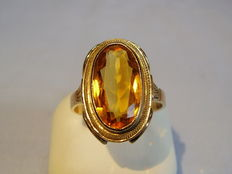 Gold ring with large gold-yellow citrine oval cut