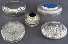 Collection of 5 silver and silver plated boxes, Europe and Asia, 19th/20th century