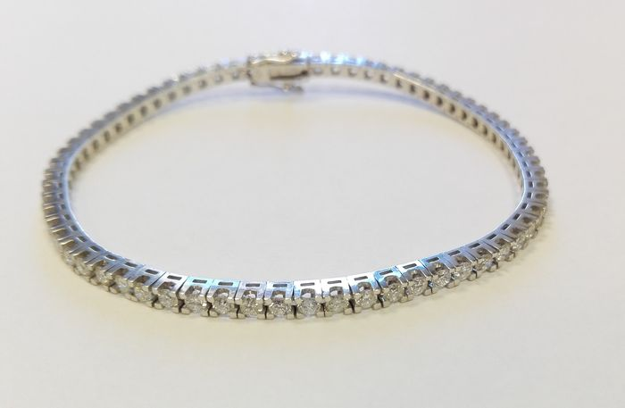 Tennis bracelet in 18 kt white gold with brilliant cut diamonds totalling 1.90 ct - Length 18 cm