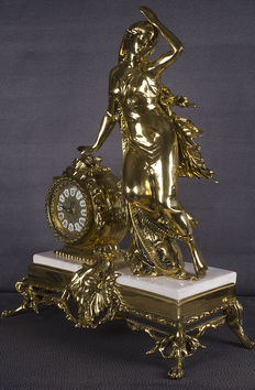 Beautiful table clock in bronze and marble base Large size, second half of 20th century,