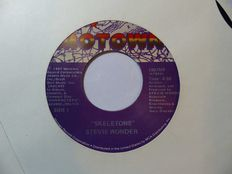 Motown: 30 Singles from the 70s/80s  including Many US and Canadian Early Pressings