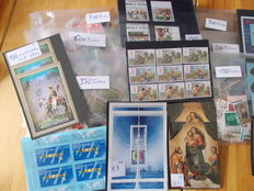 World - Lot of stamps from various years in sleeves.