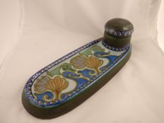 Plateel pottery Zuid-Holland - ink bottle with integrated pen holder, no. 691, decor 'Crocus'.