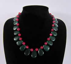 Emerald and ruby necklace – 525 ct.