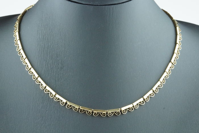 14 karat gold women's necklace with elegant decoration in original box, length 46 cm