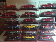 Hachette - Scale 1/43 - lot with 18 models: 18 x Ferrari cars