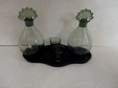 A.D. Copier (Leerdam) - 2 x Neerlandia decanters with 2 x small glasses and platter ' Golf '
