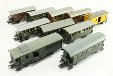 Märklin H0 - 10 carriages - 9 passenger carriages and 1 horse transport carriage