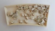Ivory plaque with chicken and chicks - China - late 19th century