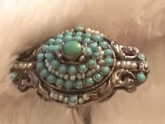 White gold ring with turquoise and freshwater pearls