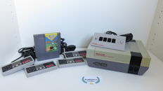 Nintendo NES Super Set incl 4 controllers, four score and 4 player game