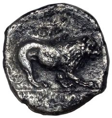 Greek Antiquity - Italy, Northern Lucania, Velia - AR Didrachm (20 mm; 6,80 g.), ca. 350 BC - Head Athena / Lion  - SNG Cop 1586 v.