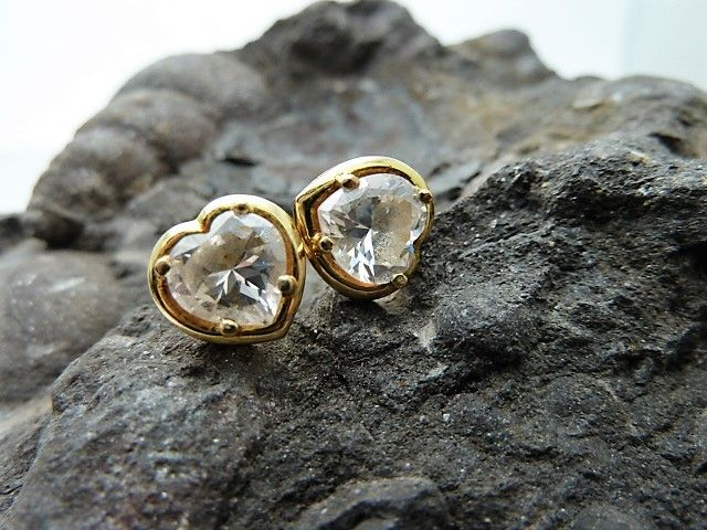 18 kt gold earrings.