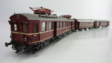 Roco H0 - 04148/4214A - Electric rain unit BR 485/885, partly with interior lighting with centre carriage of the DB