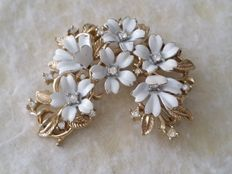 Vintage Crown TRIFARI Gold Tone White Enamel Clear Rhinestone Floral Brooch.