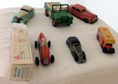 Wells/Tri-ang Minic//Marx, England/Schuco, US Zone Germany - Length 11-17 cm - Lot with 6 cans/plastic cars with clockwork/friction motor, 1950s