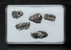 Nantan Meteorite - Iron Valid (IIICD) Medium Octahedrite - 4.6 billion years old - Five small pieces in best form - Very rare on the Meteorite-market - 5.50 g  (5)