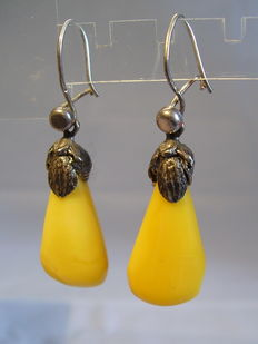 Antique amber earrings with sea amber droplets, made around 1925/30, weight 3.9g