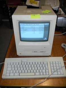 Macintosh SE - M5011 - with original keyboard and mouse