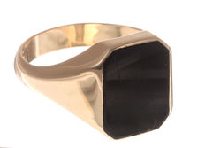 Gold signet ring in 14 kt with onyx from the renowned brand Constant - Size 70