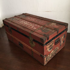 Large, very decorative trunk used in travels with the N.V. Stoomvaart Maatschappij Nederland Amsterdam