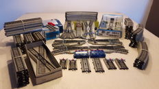 Märklin H0 - 117-part lot of M-track, switches, crossing etc.