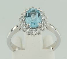 14 kt white gold entourage ring with topaz and diamond – ring size 16.5 (52)