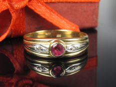 Old 8 kt gold diamond ruby ring