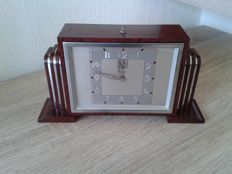Bayard - Art Deco mechanical BAYARD clock in Bakelite and chrome