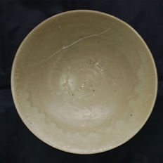A Chinese decorated Celadon Shipwreck Bowl – 247 mm x 67 mm