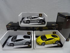 Bburago - Scale 1/18 - Lot with 3 Lamborgini Huracan LP 610-4 - Colours: Yellow, Silver & White