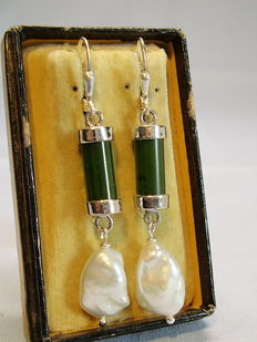 Jade earringswith large Keshi pearls