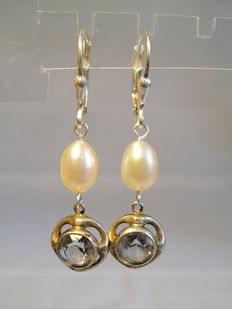 Silver earrings with genuine pearls and blue topaz spinels