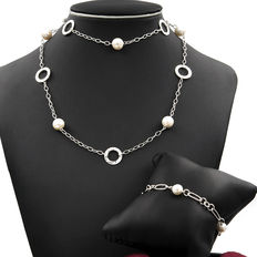 Set of long necklace and bracelet made of  pearls and geometric shapes
