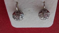 Earrings with solitaire diamonds: 0.15-0.17 ct each.