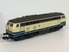 Roco N - 23422 - Diesel locomotive BR 215 of the DB