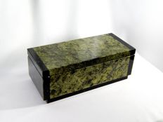 Serpentine Jewellery Box in Art Deco style, with brass fittings and mirror - 17 x 7 x 6cm